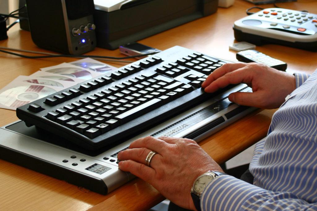 Tastatur mit Braillezeile